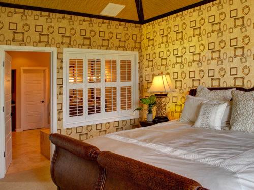 camera da letto con cornici antiche:cartadaparatipersonalizzata.com